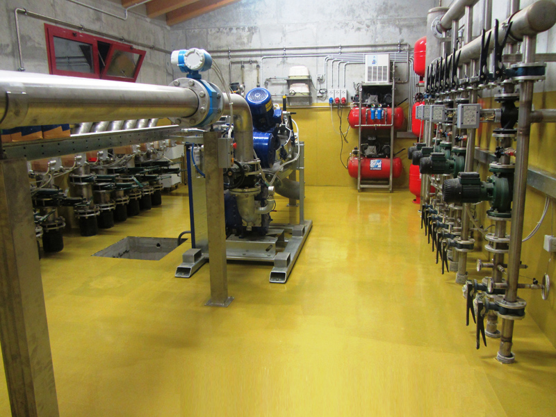 Parete Colorata Non Uniforme : Rivestimenti in resina pulindustriale